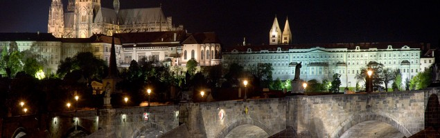 Prague_Castle_as_seen_at_night